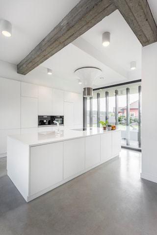 https://gepolierdebetonvloer.be/wp-content/uploads/2017/11/gevlinderde-betonvloer-keuken.jpg